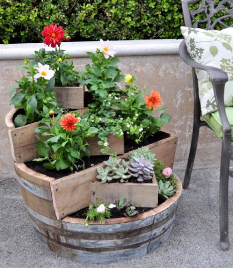 Eco-DIY-wine-barrel-planter (468x539, 80Kb)