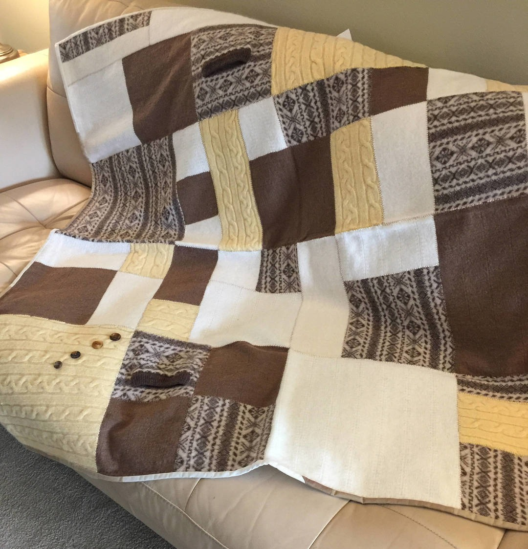 Дизайнерский плед из старых свитеров